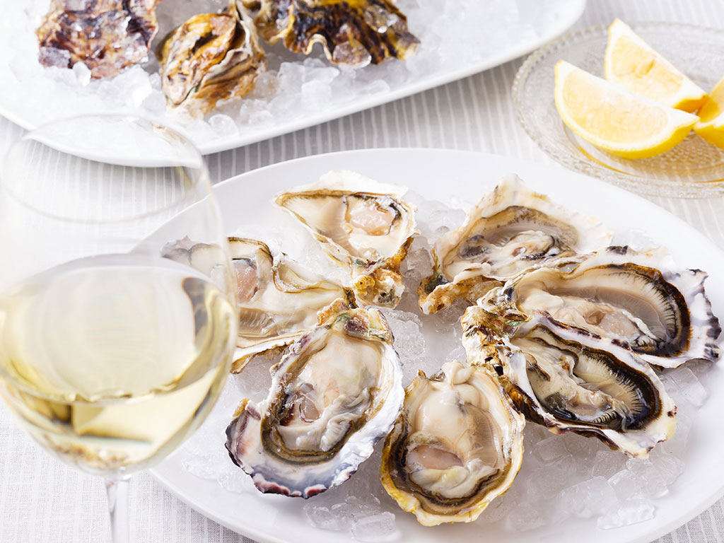 Therefore To Ease The Process Restaurants Serve Oysters With Grape Varietals Or Wines It Makes Overall Taste Pleasant And Chances Are High That You