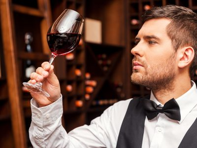 HOW TO BECOME A WINE SOMMELIER