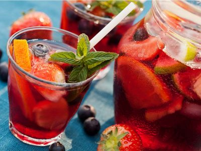 CHOOSE THE BEST WINE TO MAKE DELIGHTFUL SANGRIA FOR YOUR FAMILY AND FRIENDS