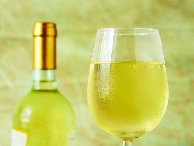 A LIST OF POPULAR WHITE WINES