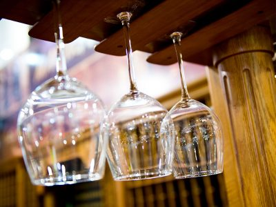 WHY DOES GLASSWARE MAKE A DIFFERENCE WITH WINE?