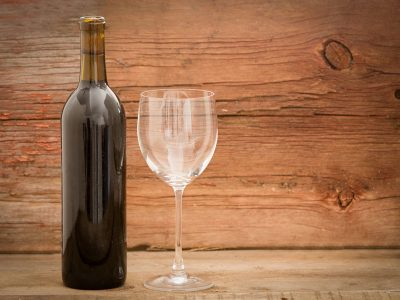 WHAT IS THE BEST PROCESS TO REMOVE WINE LABELS?