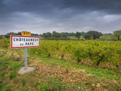 WHAT IS THE HISTORY BEHIND CHÂTEAUNEUF DU PAPE?