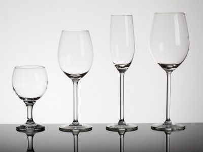 WHICH WINE GLASS SHOULD YOU USE?