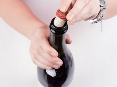 EVERYTHING YOU NEED TO KNOW ABOUT RE-CORKING WINE